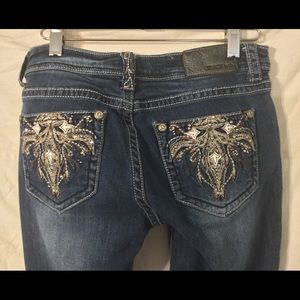 Grace in LA Jeans 28x32 embroidered pockets & trim